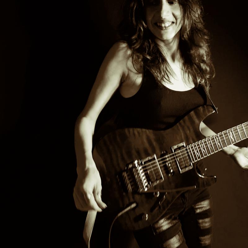 Oh. aka Olivia Hadjiioannou - Multi-instrumentalist